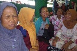 Warga selamat dari banjir-longsor berlindung di masjid