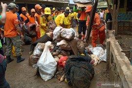 Di Rawajati, seribu orang kerja bakti bersihkan sisa banjir