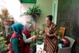 Dinkes Kota Tangerang kunjungi rumah warga terdampak banjir cek kesehatan