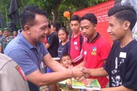 Dinsos P3A Bali berikan bantuan untuk 250 anak kurang mampu