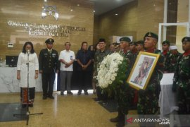 Menteri PPPA lepas jenazah Mien Sugandhi ke makam pahlawan