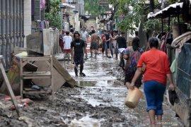 Pemerintah Kota Bekasi fokus tangani dampak banjir, termasuk bersihkan kota
