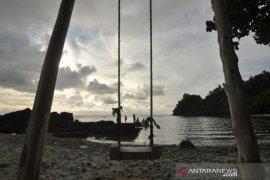 Destinasi Pantai Vatumapida di Donggala