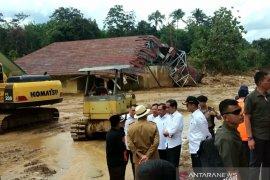 Presiden Jokowi tinjau pesantren terdampak banjir di Lebak