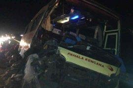 Bus tabrak truk, dua orang tewas