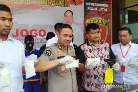 Polisi ringkus pengedar pil koplo pembawa senjata api ilegal