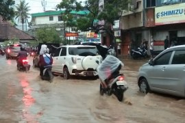 Hujan lebat guyur Bandarlampung akibatkan banjir Page 7 Small