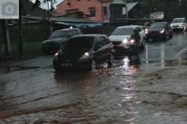 Hujan lebat guyur Bandarlampung akibatkan banjir Page 3 Small