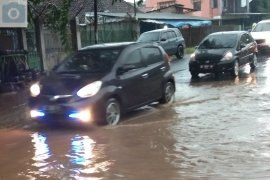 Hujan lebat guyur Bandarlampung akibatkan banjir Page 2 Small