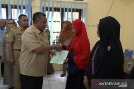 Wali Kota serahkan sertifikat program PTSL