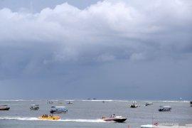 """Cuaca buruk, """"watersport"""" Tanjung Benoa berlakukan buka-tutup"""