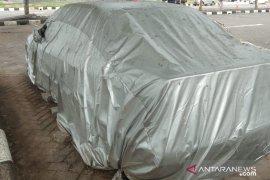 Sebuah mobil parkir  di Bandara Ngurah Rai selama empat tahun