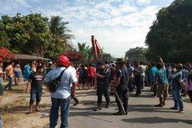Nyaris bentrok, pembongkaran bangunan warga Sawit Seberang Langkat ditunda