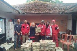 PMI Brebes bagikan ribuan telur asin untuk korban banjir Lebak