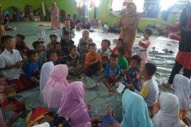 Pulihkan trauma, anak-anak korban banjir Lebak diajak bermain