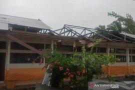 Puting beliung rusak 11 rumah dan sebuah sekolah di Aceh Barat Daya