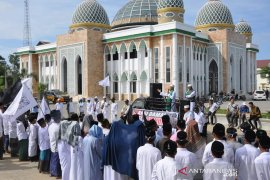 Ratusan santri gelar aksi bela muslim Uighur di Aceh Timur
