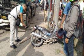 Truk Trailer kontra motor,  pengemudi motor tewas di tempat
