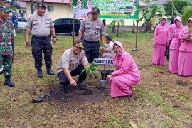 Tindak lanjut program Kapolri, Polres Pasaman Barat Tanam Pohon
