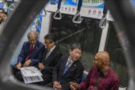 Menlu Jepang mencoba MRT Jakarta