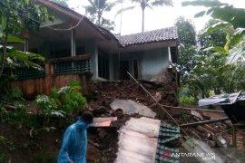BPBD Tasikmalaya siapkan bantuan untuk korban rumah rusak dampak bencana alam