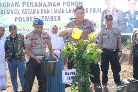 Peduli Penghijauan, Polres Jember tanam ribuan pohon antisipasi bencana alam