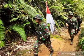 Tentara Indonesia - Malaysia patroli bersama di batas  negara