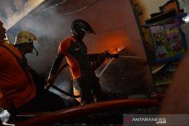 Kebakaran gudang toko mainan di Jombang