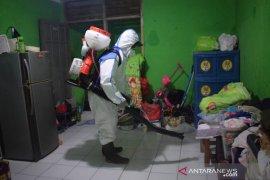 PMI Tangerang semprotkan disinfektan di  lokasi terdampak banjir