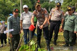 Polres Cianjur tanam 3.000 pohon di daerah zona merah bencana