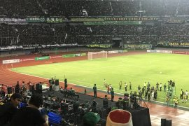 Cak Nun ajak puluhan ribu bonek berselawat di Stadion GBT