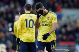 Usai cetak gol, Aubameyang dikartu merah saat Arsenal diimbangi Palace