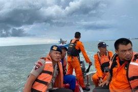 Lima nelayan Bone terjebak di tengah laut diselamatkan SAR gabungan