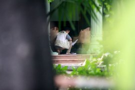 Bawa koper biru, KPK geledah rumah dinas Bupati Sidoarjo Saiful Ilah