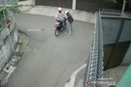 Polisi selidiki pembacokan pengendara motor di Bandung