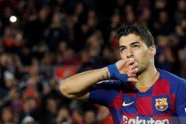 Penyerang Barcelona Luis Suarez dipastikan menepi selama empat bulan