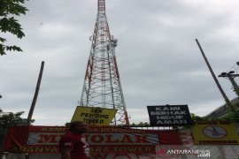 Warga desak menara telekomunikasi dirobohkan,  kerap disambar petir