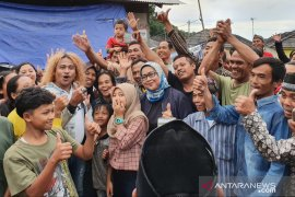 "Kang Komar, pemeran ""Preman Pensiun"" hibur warga Sukajaya Bogor"