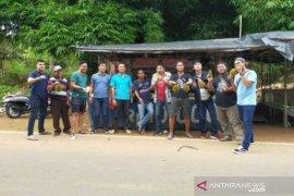 Kapolres Bangka Selatan ajak Pokja Jurnalis nikmati durian Desa Tirem