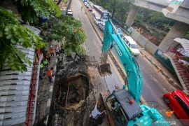 Jalan amblas di Tangerang mulai diperbaiki