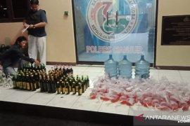 Polres Cianjur amankan ratusan botol miras dan oplosan