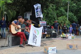 ACT Jatim konser amal  jalanan untuk korban banjir Jabodetabek-Banten