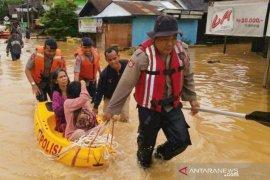 Polda Kalsel menelisik  banjir di Cempaka Banjarbaru