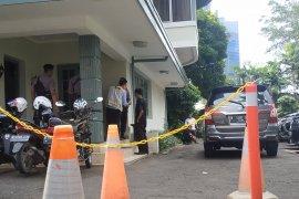 Petugas KPK geledah ruang kerja pimpinan KPU