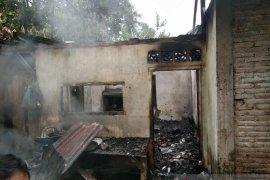 Ditinggal ke ladang, 1 unit rumah di Barus terbakar