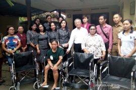 K3S Gianyar serahkan kursi roda bantuan Jepang untuk disabilitas
