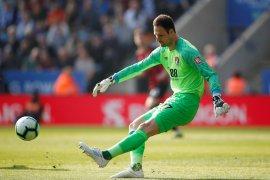 Asmir Begovic hijrah ke AC Milan gantikan Pepe Reina