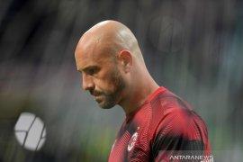 Aston Villa pinjam  Pepe Reina dari AC Milan