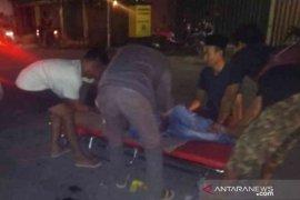 Seorang pemuda tewas setelah 'adu banteng' dengan mobil ambulans