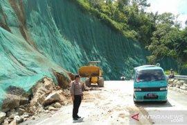 Kementerian PUPR turunkan alat berat bersihkan material longsor di Tanjakan Mala